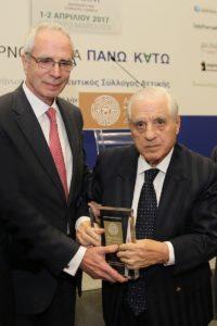 Ο κ. Κων/νος Λουράντος (αριστερά) με τον κ. Παύλο Γιαννακόπουλο κατά την απονομή του βραβείου